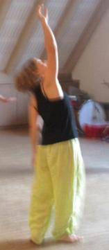 Die Arme hoch beim Tanzen
